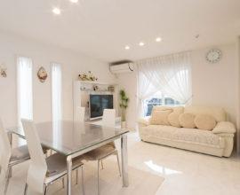 白を基調にした明るい空間。上品な質感のホテルライクな住まい。
