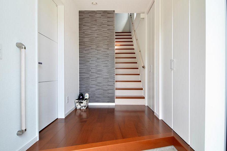 玄関と階段の手すり
