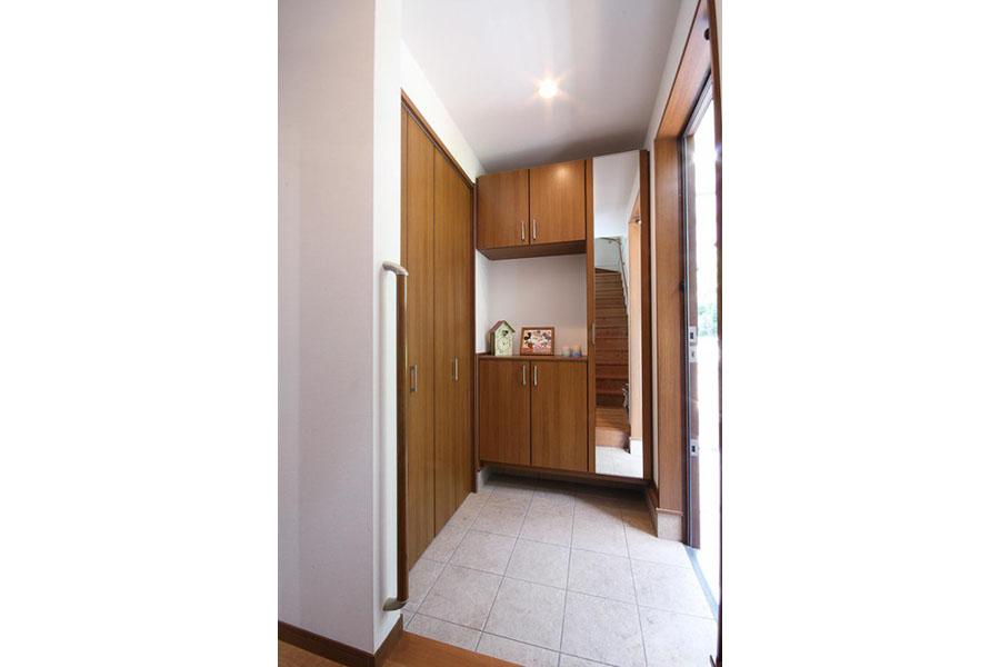 収納たっぷりの戸建て玄関
