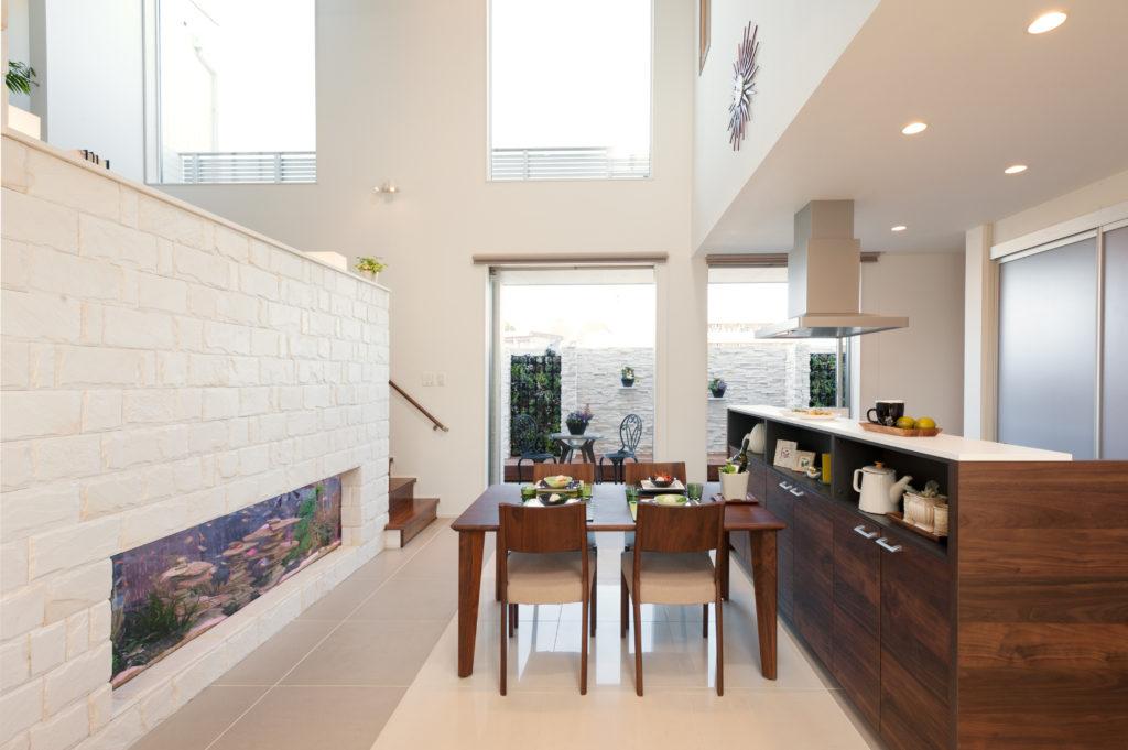 デザイン性の高い間取り設計~スキップフロアのあるダイニングキッチン