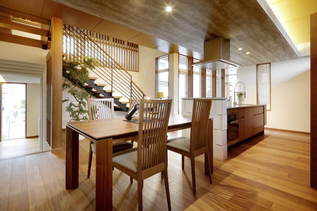 ナチュラルで透け感が美しいスケルトン階段