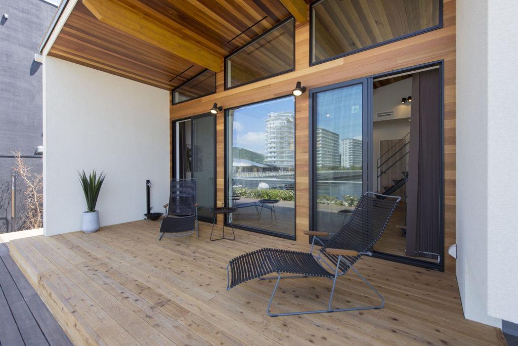 軒を広めに確保した25坪の平屋の外観:別荘リゾート風のちょっと贅沢な時間が楽しめます