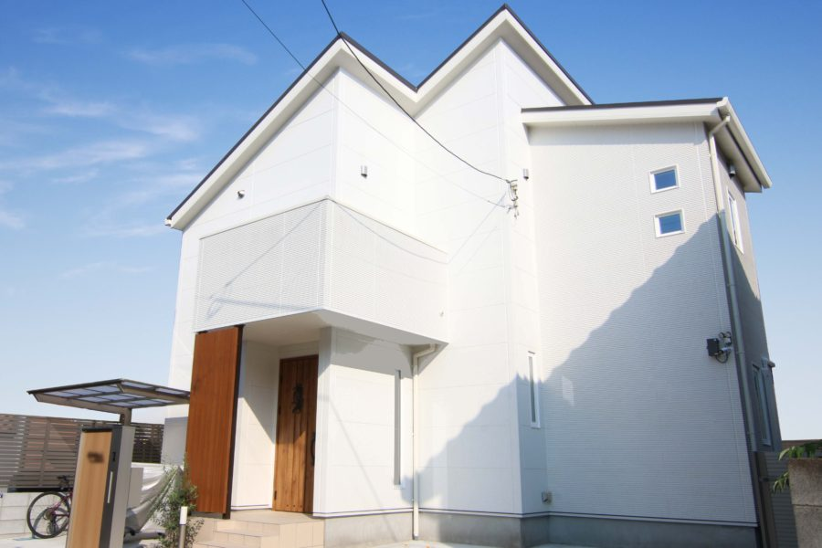シンプルなホワイトの新築外観