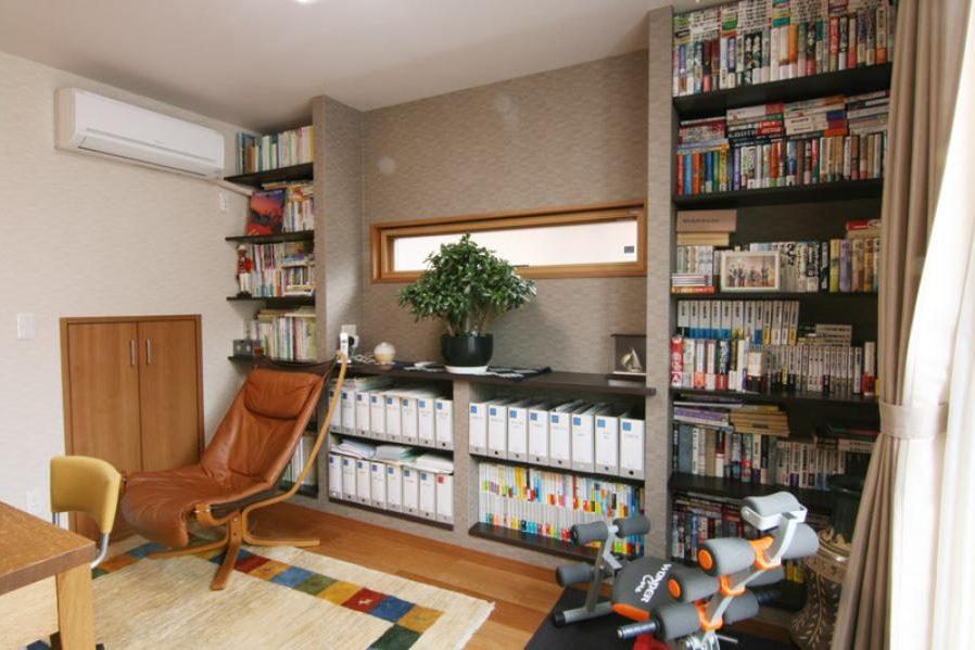 収納力バツグン、充実書斎の施工事例