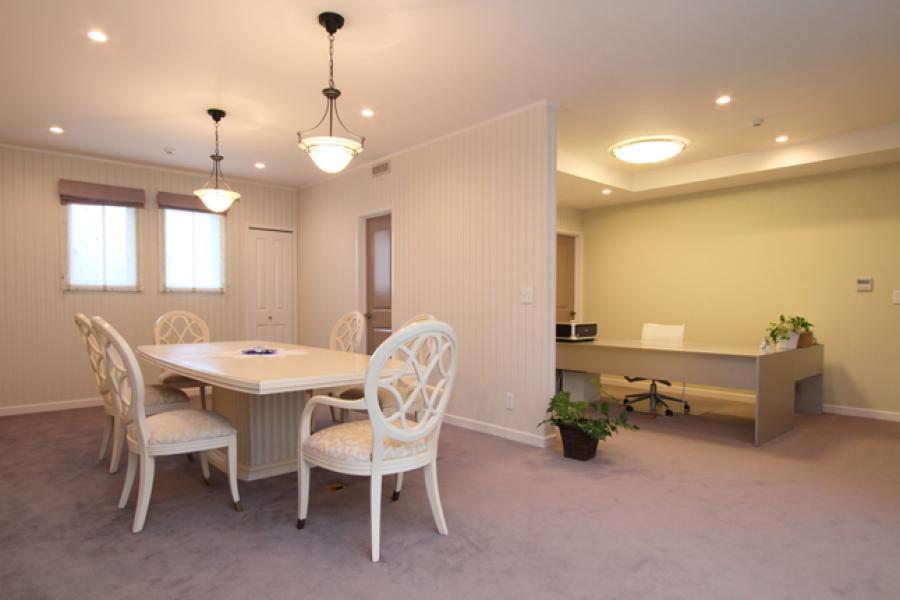 ホテルライクな多目的室|おしゃれな作業スペース