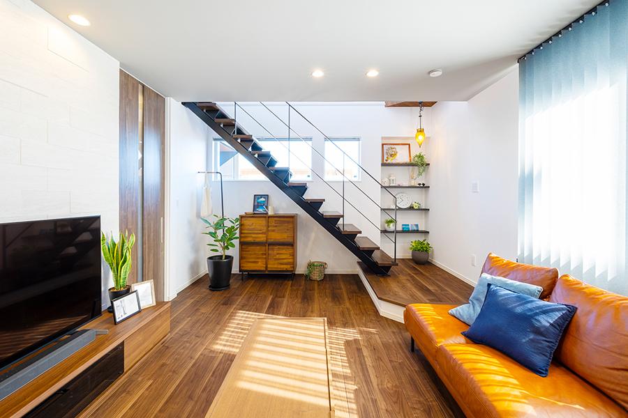 スケルトンデザインのリビング階段
